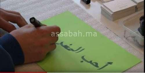 فيديو ... خطاط سويسري يهتم بفنون الخط العربي