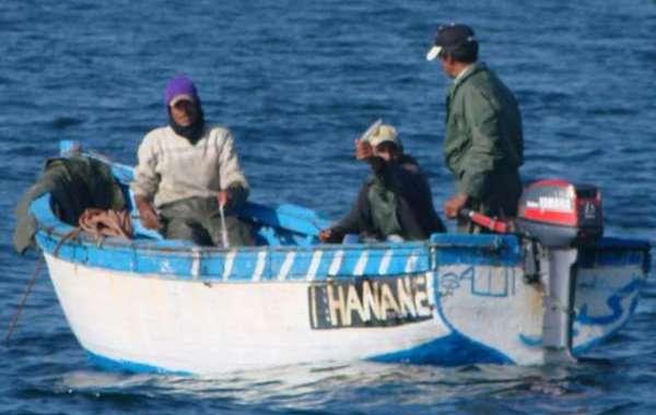 تكسير 15 قارب صيد غير قانوني