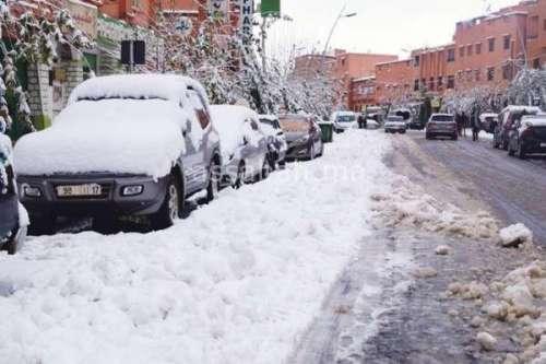 الثلوج تعزل 22 إقليما