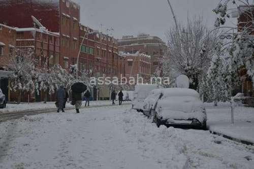 الثلوج تحاصر بني ملال وأزيلال
