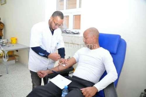 لاعبون وحكام في حملة للتبرع بالدم
