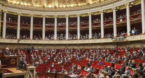 البرلمان الفرنسي يوافق على تشديد قواعد اللجوء