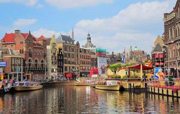 أمستردام تسعى للحد من التدفق الكبير للسياح