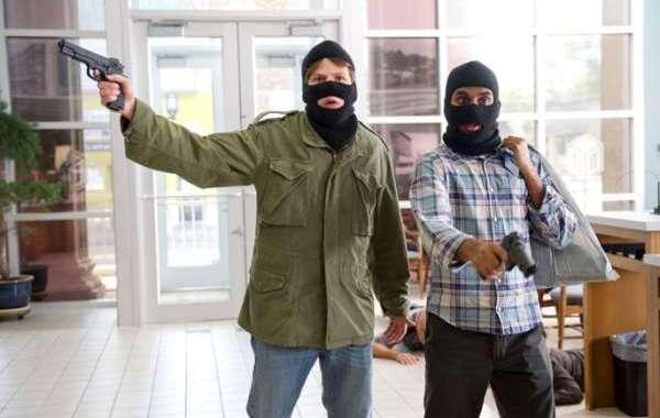 الحبس لمتهم بالسطو بمسدس