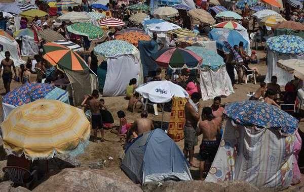 كراء الشواطئ ... فتوات تستأسد في الصيف