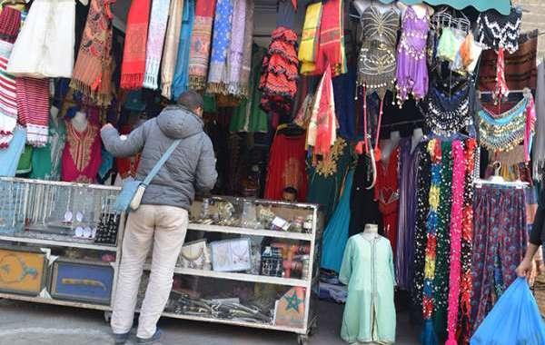 انتعاش بيع الملابس التقليدية للأطفال