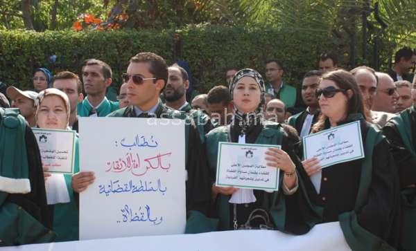 التعويضات تخرج القضاة للاحتجاج