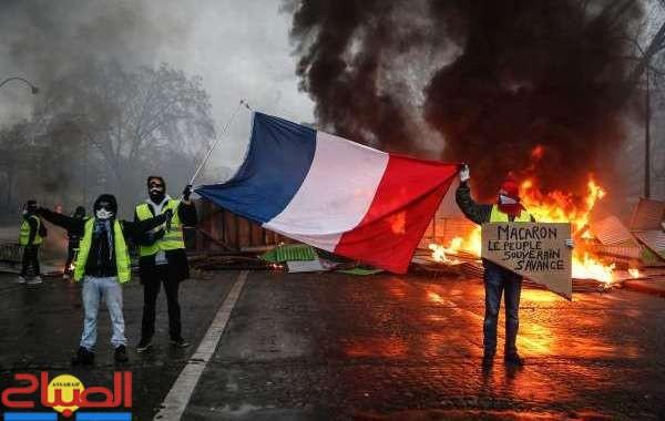 الحكومة الفرنسية تستسلم للاحتجاجات وتتراجع عن الزيادة في الضرائب