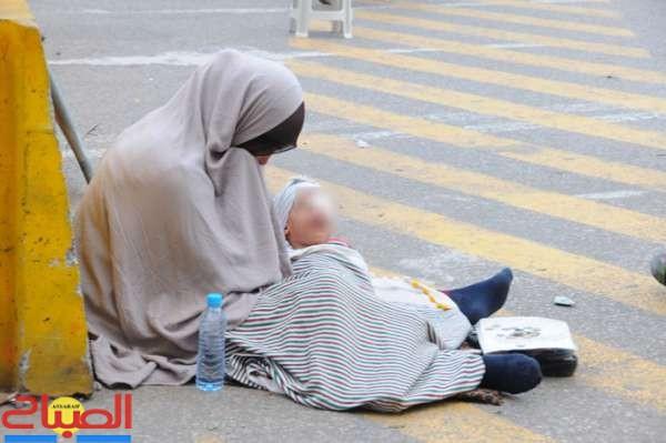 اعتقال متسولة عذبت ابنها