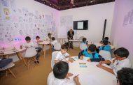 الأطفال يرسمون شخصياتهم الكارتونية في