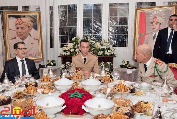 ولي العهد يترأس مأدبة فطور-عشاء بمناسبة الذكرى 63 لتأسيس القوات المسلحة الملكية