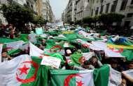 الجزائريون يتظاهرون رغم تحذيرات قيادة الجيش ومنع حمل العلم الأمازيغي