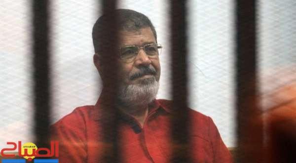 النيابة المصرية: مرسي سقط مغشيا عليه أثناء وجوده في قفص الاتهام بالمحكمة