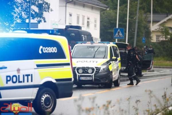 فيديو ... الشرطة النرويجية تعتقل رجلا سرق سيارة إسعاف وصدم بها راجلين