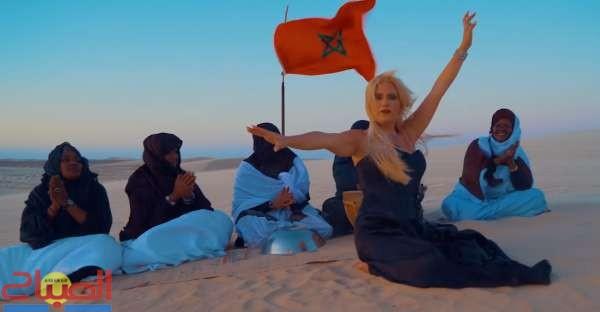 ذكرى المسيرة الخضراء ... مغنية فنلندية تغني على الصحراء المغربية